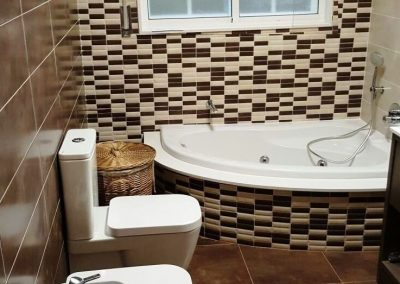 Baño beige-marrón